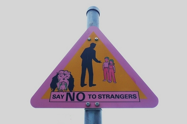 How to Teach our Kids to Stay Away from Strangers